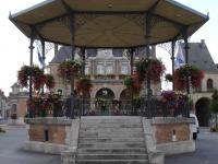 Idée de Sortie Saint Lambert et Mont de Jeux ATTIGNY, Village Fleuri 1 Fleur
