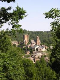 Idée de Sortie Baraqueville Donjon du Château et village fortifié de Calmont