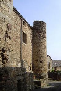 Idée de Sortie Comprégnac Vestiges des remparts de Castelnau-Pégayrols