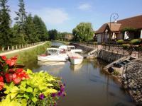 Idée de Sortie Bouzais Location de bateaux électriques, balade au fil de l'eau sur le Canal de Berry