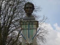 Idée de Sortie Saint Pierre d'Amilly Mauzé-sur-le-Mignon : la patrie de l'explorateur René Caillié