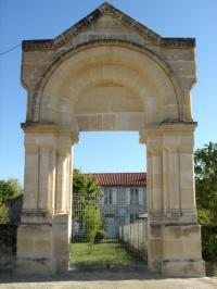 Arche-porche-du-presbytere Ordonnac