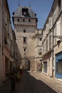 Idée de Sortie Poursay Garnaud LA TOUR DE L'HORLOGE