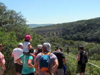Balade-insolite--A-la-decouverte-du-Pont-du-Gard Vers Pont du Gard