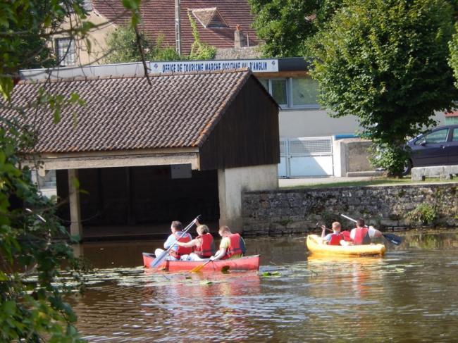 Location de canoës, barques et paddles-Credit-Alain-Neviere-IMG-9409-fr-Destination-Brenne-IMG-9406-fr-Destination-Brenne-Canoe-sur-l-Anglin-fr-Alain-Neviere-Paddles-Belabre-fr-Destination-Brenne