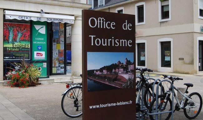 Location de VTC et vélos électriques à l'Office de Tourisme-Credit-OT-Le-Blanc-location-velo-1-fr-OT-Le-Blanc