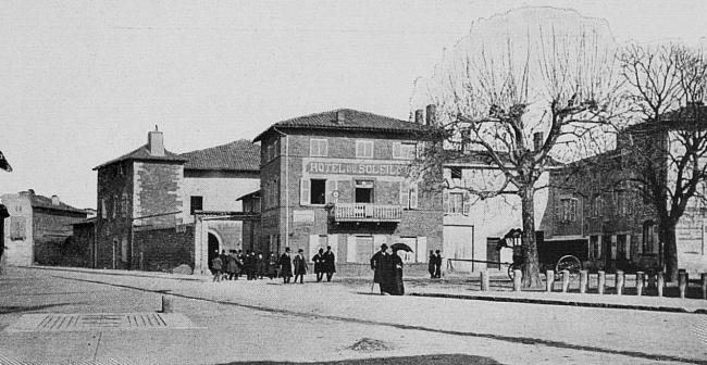 Les Chères-Credit-Les-Cheres--La-place-E-de-Rolland-etamp-D-Clouzet-Public-domain
