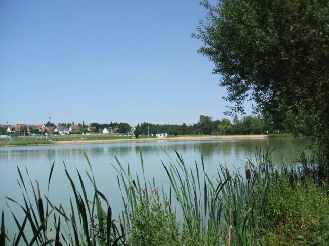 Plan d'eau de l'Arche-Credit-Droits-reserves-Plan-d-eau-Monnaie-automne-fr-OT-Au-Pays-du-Vouvray-plan-eau-arche002-fr-Droits-reserves