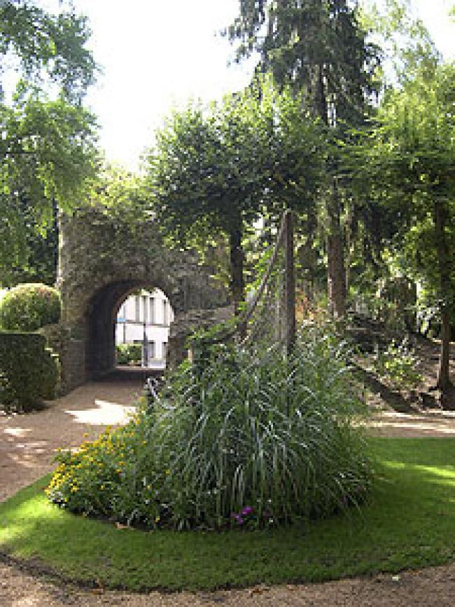 Jardin des Arènes-Credit-CDT-DordogneBy-NC-ND-4-0-Perigueux-bassin-Arenes-Pere-Igor-https-commons-wikimedia-org-wiki-UserP%C3%A8re-Igor-CC-BY-SA-3-0